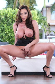 Very Hot Mature Ariella Ferrera Fucking