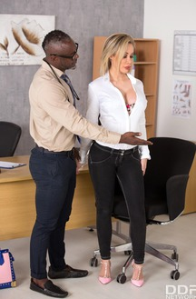 Sexy And Busty Chessie Kay Fucks With Doctor