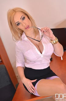 Office Girl Chessie Kay Gets Penetrated