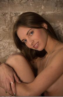 Viviann Sexy Brunette