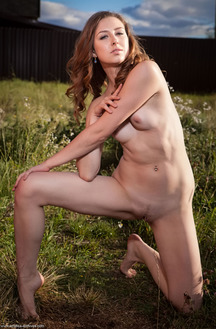 Gorgeous Ginger Frost Shows Her Sexy Body