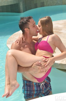 Sexy Young Teen Lady Bug Fucking By The Pool