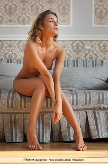 Rena Shows Her Perky Natural Tits