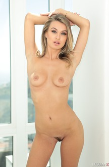 Natalia Starr Posing Nude With Great Butts