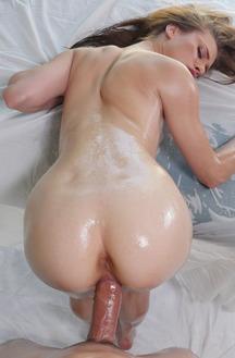 Anya Olsen In Getting Wet
