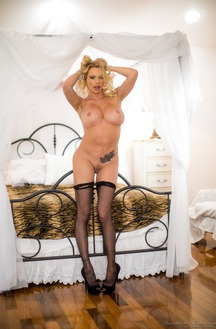 Porn Star Briana Banks Showing Her Curves