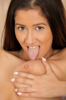 Darce Lee Gets Her Smooth Pussy Masturbate