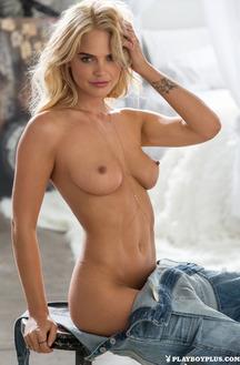 Rachel Harris Petite With Pale Blonde Hair Babe