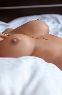 Unbelievably Curvy Miss Aleira Avendano