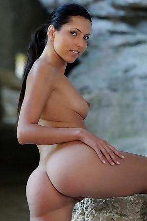 Teen With Long Black Hair Outdoor Posing Nude