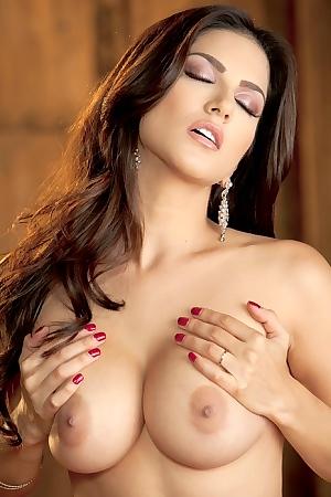 Sunny Leone Ecstatic O