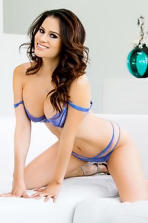 Vanessa Veracruz Shows Her Big Boobs