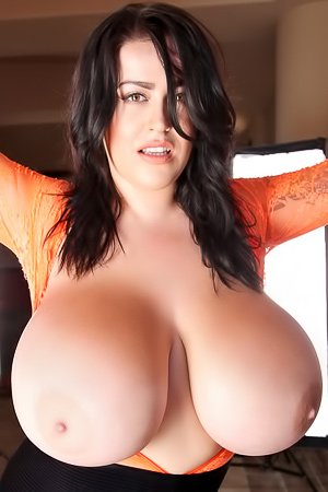 Leanne Crow Beaming Smile And Bounteous Big Boobs