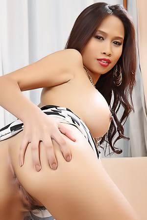 Asian Model Stella