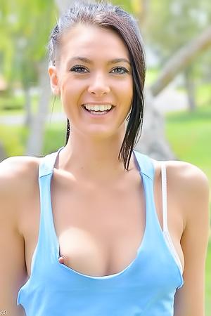 Marley Brinx Fucks Her Pussy With Huge Vegies