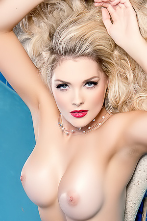 Blonde Bombshell Sarah Louise Nude In The Pool