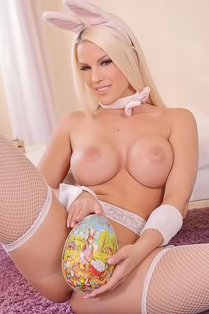 Blonde Bunny Blanche Bradburry Masturbates