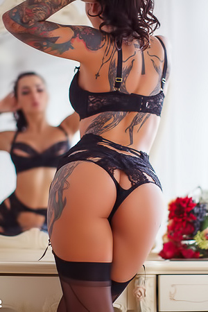 Amazing Tattooed Glam Lika A