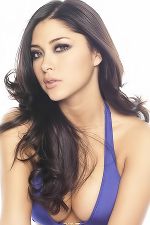 Arianny Celeste Looks Hot