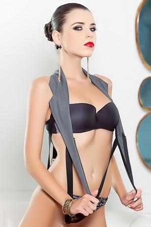Skinny And Gorgeous Babe Aleksa Slusarchi