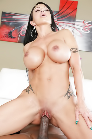 Hardcore Fucking With Latina Milf Jewels Jade