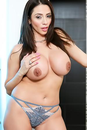 Busty Latina Pornstar Ariella Ferrera