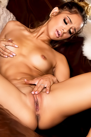 Hot Chick Uma Jolie Masturbates Her Pussy