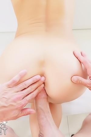 Blonde Milf Laura Bentley Open Her Ass For Cock