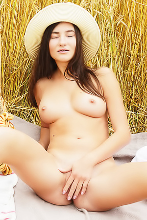 Sweet Teen Melisia Making Nude Exercise