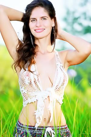 Natural beauty Yasmina