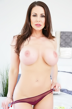 Sexy Boobed Milf Kendra Lust