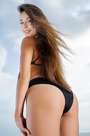 Wet Babe Lorena Garcia Spread Her Legs Near Pool