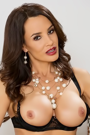 Hot Milf Lisa Ann Getting Fucked With Black Cock