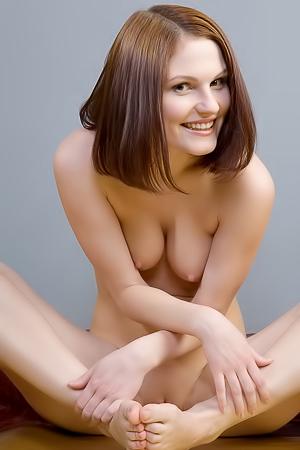 Amazing Teen Brunette Tyna Posing Nude